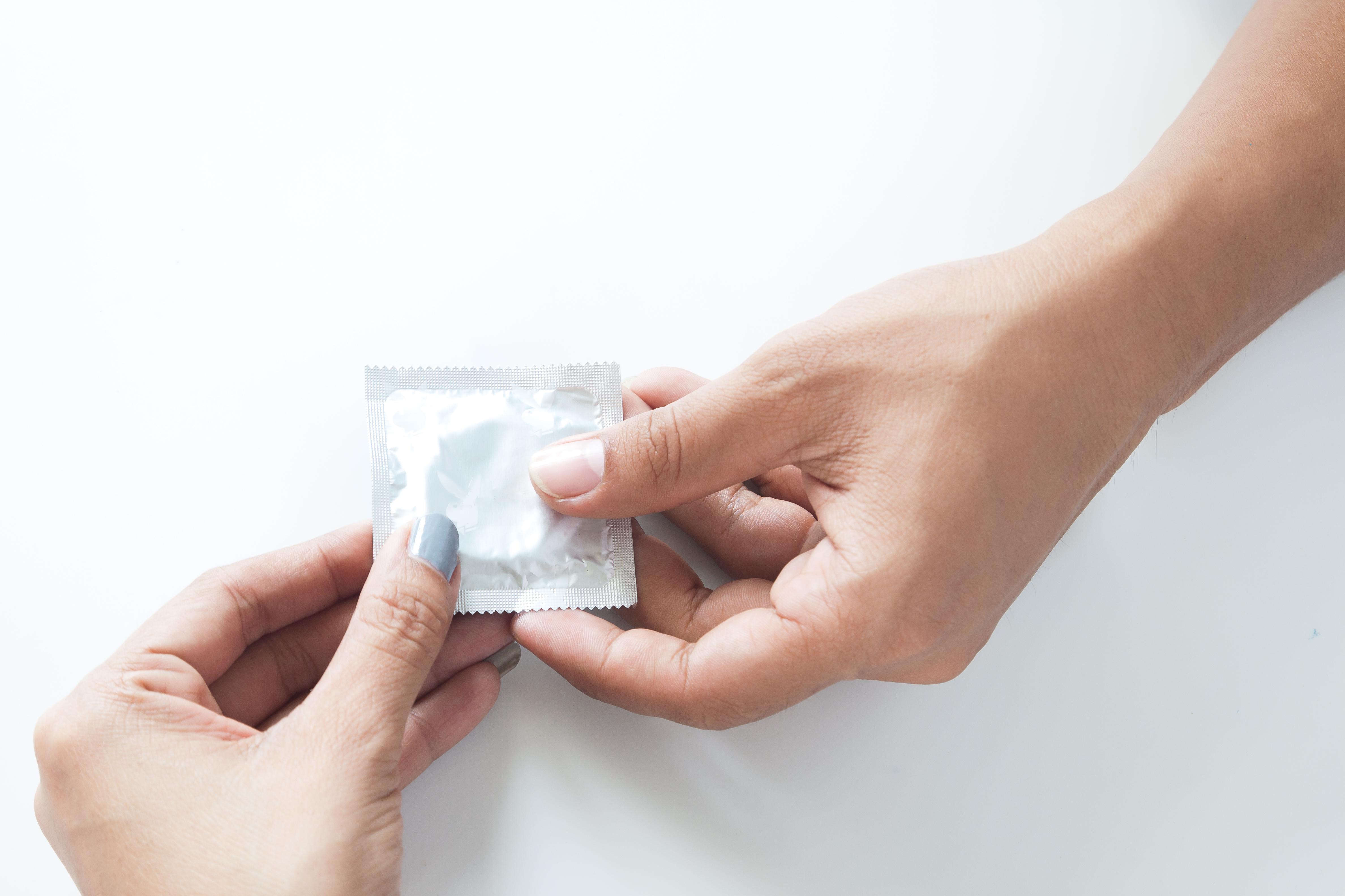 Контрацептивы для мужчин: презервативы, таблетки, импланты